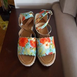 Wedge sandals from Qupid